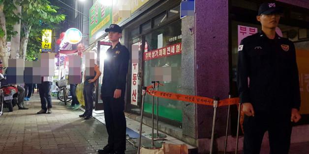 19일 오후 서울 강북구 오패산 터널 인근에서 경찰들이 폭행 용의자 사제총기 발사 현장을 지키고 있다.