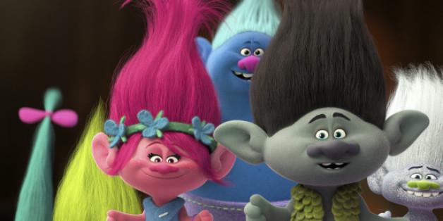 Poppy (Lena Meyer-Landrut) und Branch (Mark Foster) machen sich auf den Weg, um die entführten Trolls zu retten