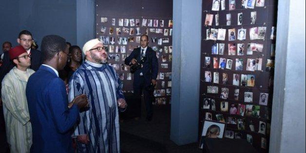 Mohammed VI se rend au mémorial des victimes du génocide rwandais (PHOTOS)