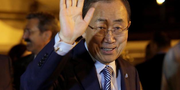 United Nations Secretary-General Ban Ki-moon waves to the media during his arrival at Jose Marti international airport in Havana, Cuba June 22, 2016. REUTERS/Enrique de la Osa
