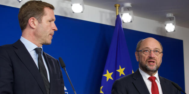 Wallonia's socialist government head Paul Magnette (L) and European Parliament President Martin Schulz hold a joint press conference following their meeting regarding CETA (EU-Canada Comprehensive Economic and Trade Agreement) at the European Parliament in Brussels on October 22, 2016. The head of the European parliament and Canada's trade minister held last-ditch talks on October 22 aimed at salvaging a trade deal threatened by a Belgian region's refusal to sign on. EU assembly chief Martin Sch