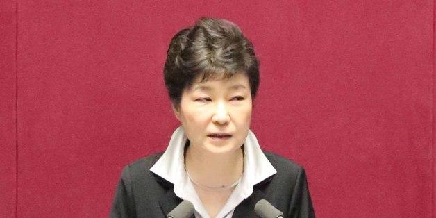 박근혜 대통령이 24일 오전 국회 본회의에서 2017년도 예산안 시정연설을 하고 있다.