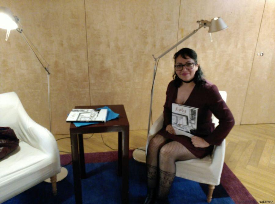 Idalia Candelas con su libro en el Hotel Las Letras (Madrid)