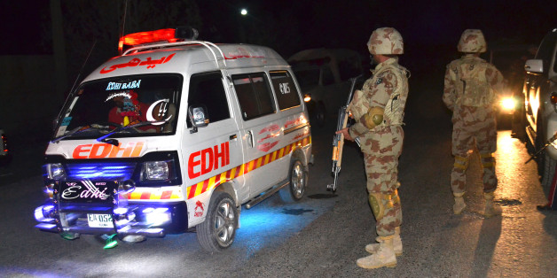 Ein Krankenwagen am Ort der Attacke in Pakistan