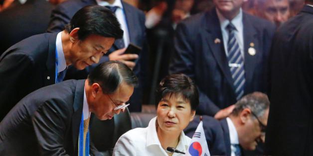 South Korea's President Park Geun-hye attends an EAS Meeting alongside the ASEAN Summits in Vientiane, Laos September 8, 2016. REUTERS/Jonathan Ernst