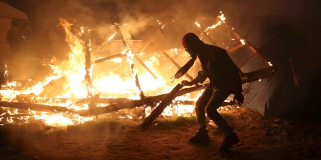 """Die Bewohner haben den """"Dschungel"""" in Calais in Brand gesetzt"""