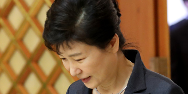 박근혜 대통령이 26일 오후 청와대에서 열린 군 장성 진급 및 보직 신고에 참석하고 있다.