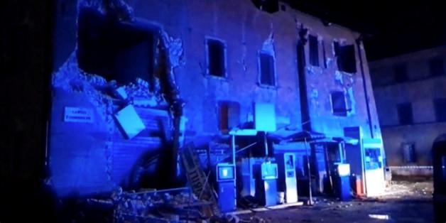 Ein beschädigtes Gebäude in Visso, Italien