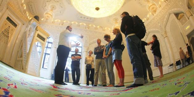 Besucher einer Moschee in Berlin (Symbolbild)