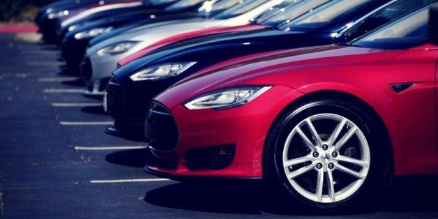 Autobauer Tesla meldet überraschend Gewinn