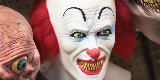 Sollten Clownsmasken verboten werden? Filmt, was ihr denkt!