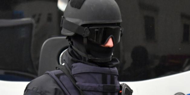 Ein Polizist eines Sondereinsatzkommandos in Chemnitz