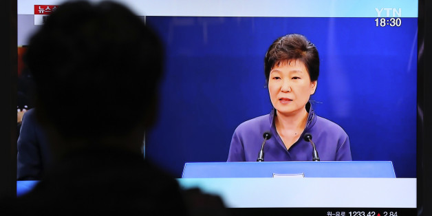 A man watches a TV screen showing the news program about South Korean President Park Geun-hye's apology, at the Seoul Railway Station in Seoul Tuesday, Oct. 25, 2016. South Korea's president offered a surprise public apology on Tuesday after acknowledging her close ties to a mysterious woman at the center of a corruption scandal. (AP Photo/Lee Jin-man)