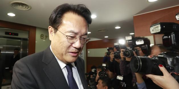 새누리당 정진석 원내대표가 30일 오후 서울 여의도 새누리당 당사에서 열린 긴급 최고위원회의에 참석하고 있다.