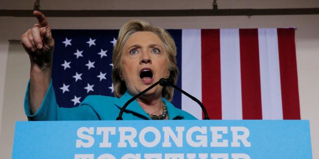 Die demokratische Präsidentschaftskandidatin Hillary Clinton wird von ihrem E-Mail-Skandal wieder eingeholt.