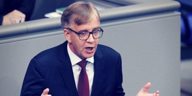 Der Linkenfraktionschef Dietmar Bartsch pocht auf eine Mindestrente