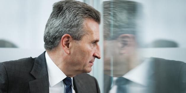 Rücktrittsforderung nach rassistischer Rede: EU-Politiker gehen mit Oettinger auf Distanz
