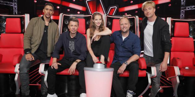 """Die Jury der sechsten Staffel von """"The Voice"""": Andreas Bourani 8von links), Michi Beck, Yvonne Catterfeld, Smudo und Samu Haber"""