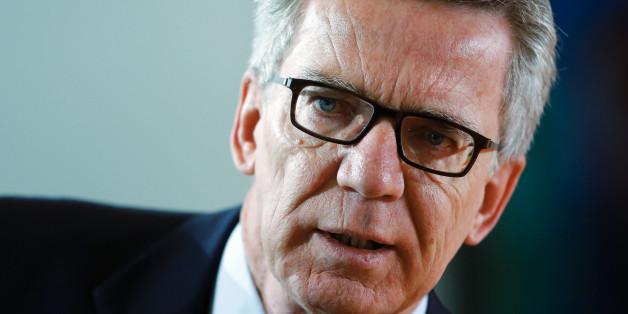 Innenminister Thomas de Maizière (CDU) will islamistischen Kämpfern mit zwei Staatsbürgerschaften den deutschen Pass entziehen (Archivbild)