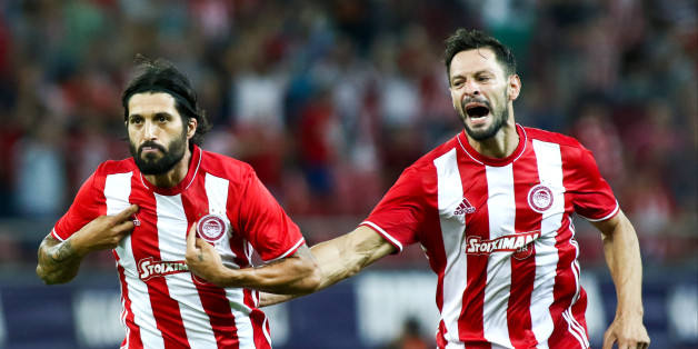 Olympiaco's Argentinian midfielder Chori Dominguez (L) celebrates after scoring a goal with Olympiaco's Spanish defender Alberto de la Bella (R) during UEFA Europa League match between FC Olympiacos and FC Arouca at Georgios Karaiskakis Stadium in Piraeus on August 25, 2016. (Photo by ACTION IMAGES / DPI / NurPhoto via Getty Images)