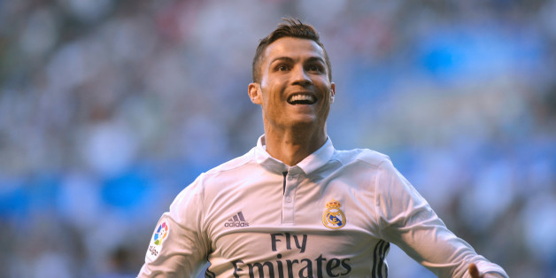 Football Soccer - Alaves v Real Madrid - Spanish Liga BBVA - Mendizorroza, Vitoria, Spain - 29/10/16 Real Madrid's Cristiano Ronaldo reacts after scoring. REUTERS/Vincent West
