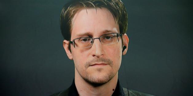 Edward Snowden verrät ein Detail über Clintons Emails, das dem FBI nicht gefallen wird