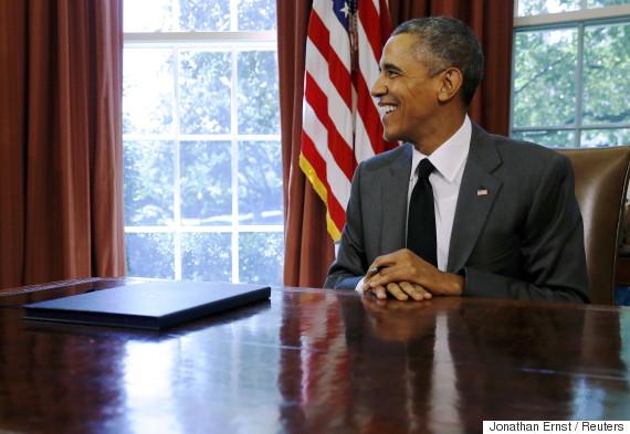 obama desk laugh