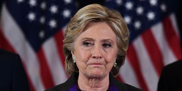 Erster Auftritt nach Niederlage: Clinton fordert faire Chance für Trump