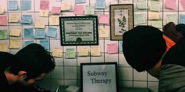 Des New-Yorkais organisent une grande thérapie de groupe dans le métro après la victoire de Donald Trump