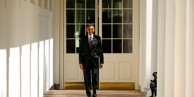 U.S. President Barack Obama walks the Colonnade toward the Oval Office of the White House in Washington on election day, November 8, 2016. REUTERS/Kevin Lamarque