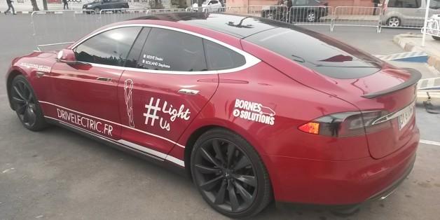 COP22: On est montés à bord d'une voiture électrique Tesla à Marrakech