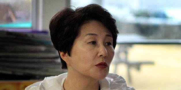 2012년 3월 당시 전여옥 국민생각 최고위원이 서귀포 강정마을을 찾아 해군기지에 대해 주민과 이야기를 나누고 있다.