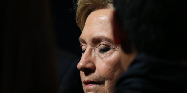 Hillary Clinton gibt dem FBI die Schuld an ihrer Wahlniederlage