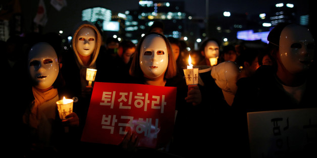 """People march toward the Presidential Blue House during a rally calling for President Park Geun-hye to step down in central Seoul, South Korea, November 12, 2016. The sign reads: """"Step down Park Geun-hye."""" REUTERS/Kim Hong-Ji     TPX IMAGES OF THE DAY"""