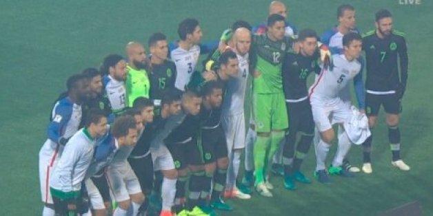 Bei der Partie Mexiko gegen die USA zeigen die Fußballspieler, was sie von Trumps Wahlsieg halten