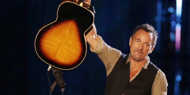 Musician Bruce Springsteen performs during The Concert for Valor on the National Mall on Veterans' Day in Washington, November 11, 2014.              REUTERS/Gary Cameron (UNITED STATES  - Tags: ENTERTAINMENT ANNIVERSARY MILITARY)