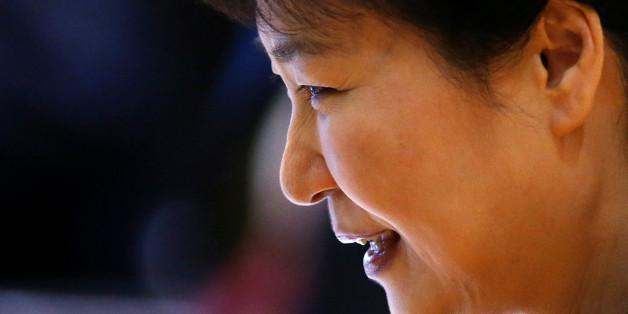 South Korea's President Park Geun-hye smiles as she attends the ASEAN plus South Korea meeting during ASEAN Summit in Vientiane, Laos September 7, 2016.  REUTERS/Soe Zeya Tun