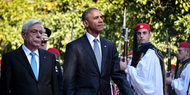 US President Barack Obama and his Greek couterpart Prokopis Pavlopoulos (L) review a presidential honour guard durig the official welcoming ceremony at the presidental palace in Athens on November 15, 2016.