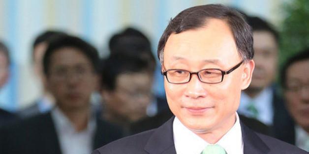 법무부의 감찰 지시와 관련해 사의를 표명한 채동욱 검찰총장이 2013년 9월13일 오후 서울 서초동 대검찰청 청사를 나서고 있다.