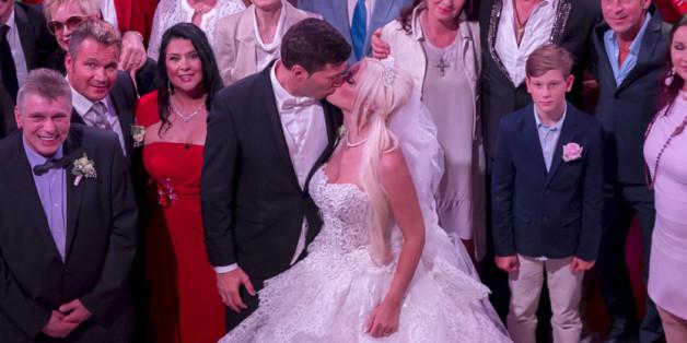 Daniela Katzenberger versteigert ihr Hochzeitskleid für den guten Zwecke