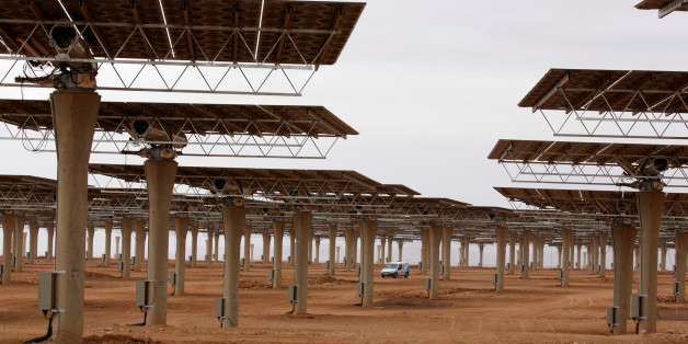 Workers build a thermosolar power plant at Noor III near the city of Ouarzazate, Morocco, November 4, 2016. Picture taken November 4, 2016. REUTERS/Youssef Boudlal