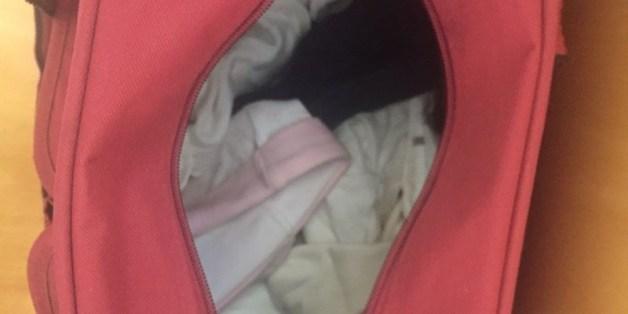 Deux femmes tentent de faire passer un bébé dans un sac de sport à la frontière entre Melilla et de Maroc