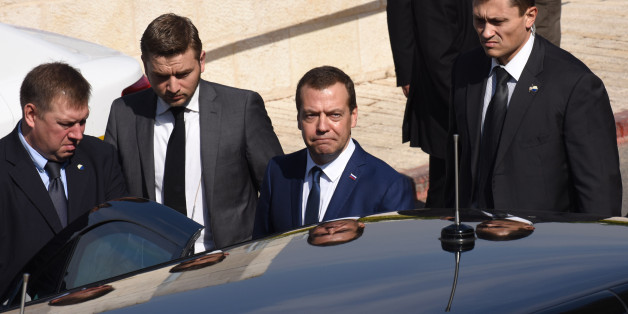 Russian Prime Minister Dmitry Medvedev (C) leaves on November 11, 2016 following his visit to the Yad Vashem Holocaust Memorial museum in Jerusalem commemorating the six million Jews killed by the Nazis during World War II.  / AFP / POOL / DEBBIE HILL        (Photo credit should read DEBBIE HILL/AFP/Getty Images)