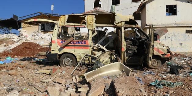 Ein zerstörter Krankenwagen im Westen Aleppos