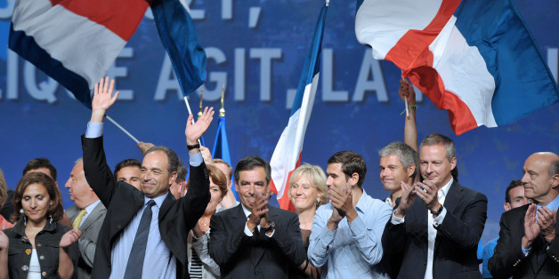 François Fillon (Mitte) und Alain Juppé (ganz rechts) während eines Auftrittes ihrer Partei im September 2011