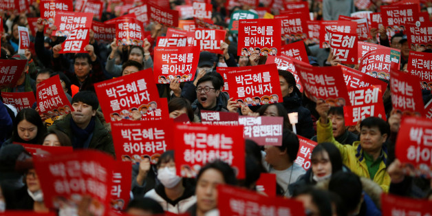 """People chant slogans during a protest calling South Korean President Park Geun-hye to step down in Seoul, South Korea, November 19, 2016. The sign reads """"Step down Park Geun-hye"""". REUTERS/Kim Hong-Ji     TPX IMAGES OF THE DAY"""