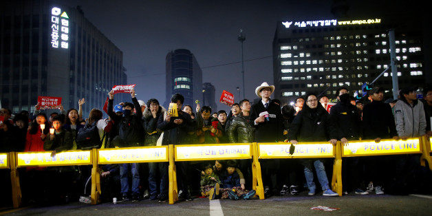 People stand behind barricades on a road leading to the Presidential Blue House during a protest calling South Korean President Park Geun-hye to step down in Seoul, South Korea, November 19, 2016. REUTERS/Kim Hong-Ji