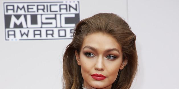 American Music Awards 2016: Gigi Hadid tente une imitation de Melania Trump pour lancer la soirée