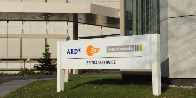 """Die """"Frankfurter Allgemeine Zeitung"""" befürchtet, dass die öffentlich-rechtlichen Rundfunkanstalten ihre Unabhängigkeit gegenüber der Politik verlieren könnten"""