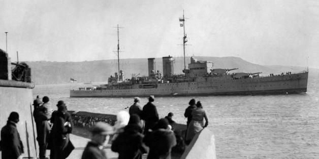 Die HMS Exeter beim Einlauf in einen Hafen 1939